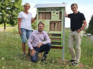 Foto von links: Herr Bürgermeister Fritsch, Simone Reusch (BUND) und Joachim Baumgärtner (Energieforum)